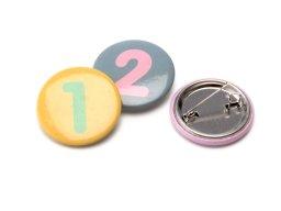 Zahlen Buttons mit Anstecknadel