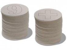 Numeri e lettere di cartone grigio