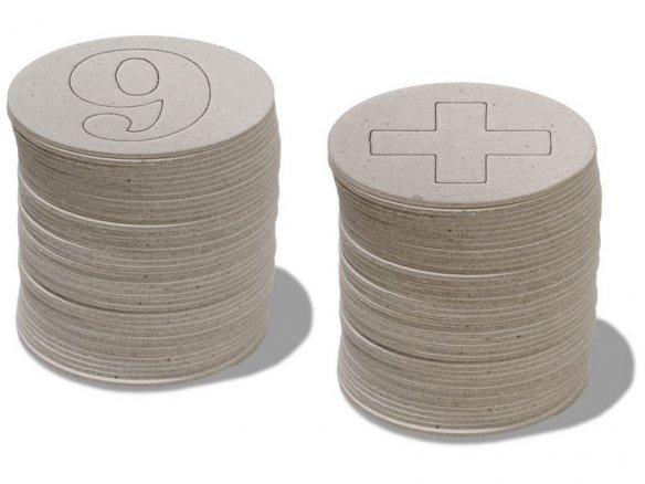 Letras y números de cartón gris