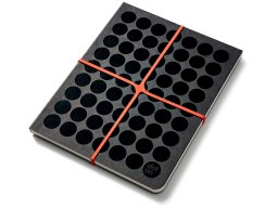 Dot on notebook, with crossed rubber closure and dot grid